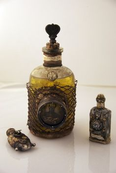 *Porthole on big bottle, cover the rest, have the view through the porthole something swimming in the liquid. Halloween Potion Bottles, Halloween Apothecary, Apothecary Jars, Bottles And Jars, Glass Bottles, Perfume Bottles, Bottle Art, Bottle Crafts, Bottle Lamps