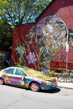 Kensington Market has one of the most beautiful street art I've ever seen! Head to Toronto or even Montreal if you're a street art fan! Saint Lawrence Market, St Lawrence Market Toronto, Art Nouveau, Street Magic, Street Art Graffiti, Mural Art, Daily Photo, Canada Travel, Ontario