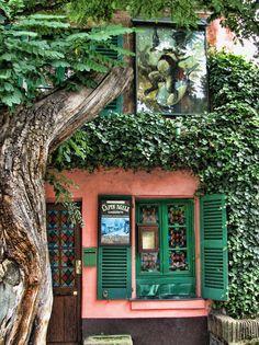 Montmartre - Au Lapin Agile | Lapin Agile is a famous Montmartre cabaret, at 22 Rue des Saules, Paris, France. | by *Checco*