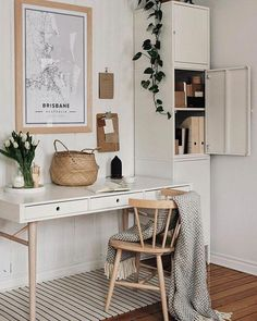 A good home office will make you feel comfortable and boost your creativity. Many home office ideas in recent years focus on both function and aesthetic. home office decor ideas 7 Amazing Home Office Ideas Will Make You Want to Work Home Office Space, Home Office Decor, Office Ideas, Office Inspo, Home Office Bedroom, Apartment Office, Cozy Home Office, Men Office, Home Goods Decor