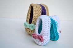 These sweet and simple crochet baby ballet flats are the perfect accessory for your little one's toes. They go great with little dresses and look really cute with a pair of jeans.
