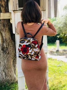 African Print Fashion, Africa Fashion, Ankara Fashion, African Prints, Fabric Handbags, Fabric Bags, Diy Bag Designs, Ankara Bags, Red And White Flowers