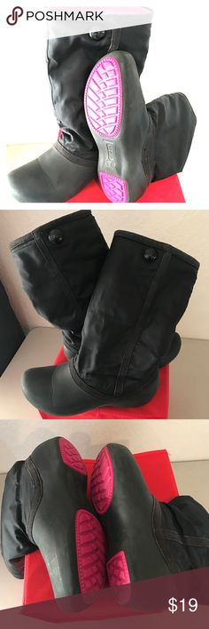 Crocs Rain/Snow Boots, Black Size 8 These are so warm and great for dodging puddles or trudging through snow ☃️❄️.  Good condition 🍄. CROCS Shoes Winter & Rain Boots