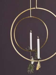This could be a really cool holiday craft: some embroidery hoops, gold paint, a glue gun, some candles (maybe a bobeche or two to keep the wax from dripping onto the floor) and gold string. Festive for cheap (but not chintzy). Bohemian Christmas, Christmas Mood, Scandinavian Christmas, Christmas 2017, Minimal Christmas, Modern Christmas, Christmas Advent Wreath, Christmas Decorations, Tableaux D'inspiration