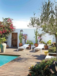 The exterior of your home is an extension of your interior style and personality. Create beautifully landscaped gardens and luxury outdoor entertainment areas to enhance the beauty of outdoor living at home Outdoor Rooms, Outdoor Gardens, Indoor Outdoor, Outdoor Decor, Outdoor Living Spaces, Design Exterior, Interior And Exterior, Outdoor Swimming Pool, Swimming Pools