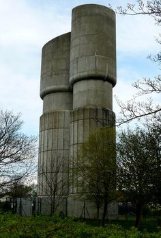 A fantastically shaped water tower, a masterpiece in concrete Concrete Building, Building Art, Brutalist Design, Water Tower, Windmills, Weird And Wonderful, Towers, Great Places, Habitats