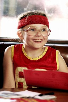 """Abigail Breslin in """"Little Miss Sunshine"""" 2006 Little Miss Sunshine, Cinema Art, Films Cinema, Greg Kinnear, Abigail Breslin, Steve Carell, Series Movies, Movie Characters, Female Characters"""
