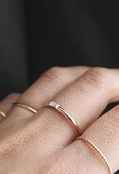 Delicate and feminine single stacking rings. | www.vraiandoro.com