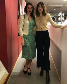 @jeannedamas @rouje #frenchstyle#paris#jeannedamas#frenchgirl#parisianstyle#lesfillesenrouje#inspiration Jeanne Damas, Parisian Chic Style, Casual Chic Style, Really Cute Outfits, Pretty Outfits, Paris Outfits, Fashion Outfits, Streetwear, French Girls