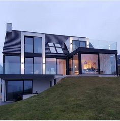 Beautiful home ❤️ From Contemporary House Plans, Modern House Plans, House Roof, Facade House, Beautiful Home Designs, Beautiful Homes, Renovation Facade, Chalet Design, Modern Villa Design
