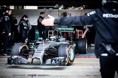 【動画】 ホルヘ・ロレンソ、メルセデスのF1カーをテスト  [F1 / Formula 1]