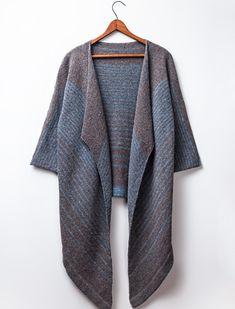 Brooklyn Tweed a lancé son nouvel opus tricot ! J'ai déjà eu quelques coups de coeur. Natsumi, Coda, Seine et Pente entre autres. Des pulls et cardigans pour ma part mais le recueil de patrons tricot présente aussi des châles et cols snood. Et pour voir...