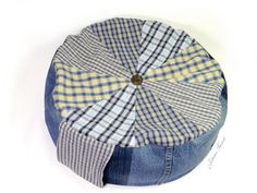 Sitzkissen aus Jeans und Hemden / Pillow made from jeans and shir Shirts, Pillows, Prize Draw, Old Jeans, New Looks, Chair Pads, Button Up Shirts, Craft Items, Throw Pillow