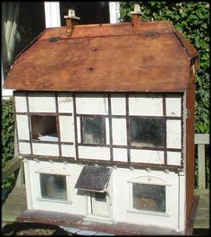 A collaborative information site with a quarterly ezine about dolls' houses: antique vintage and modern, plus furniture and accessories. Antique Dollhouse, Antique Dolls, Fairy Houses, Doll Houses, Old Dolls, Miniature Houses, Minis, Barbie, Miniatures