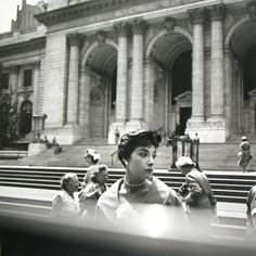 New York, NY, n.d. 01 © Vivian Maier/Maloof Collection / Courtesy Howard Greenberg Gallery, New York