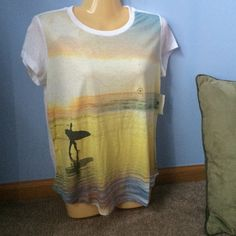 Aeropostale Beach Graphic Top Sunset graphic tee with surfer on the beach! Very soft tee shirt fit. Aeropostale Tops Tees - Short Sleeve