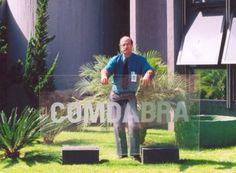 Criada página no Facebook em homenagem a Claudeir Covo Iniciativa de sua filha Cinthya Covo, página na rede social celebra a vida e carreira de um dos maiores pesquisadores da Ufologia Brasileira e Mundial  Claudeir Covo diante do Comdabra em Brasília, durante a história reunião da Comissão Brasileira de Ufólogos (CBU) com os militares em maio de 2005   Leia mais: http://ufo.com.br/noticias/criada-pagina-no-facebook-em-homenagem-a-claudeir-covo   CRÉDITO: REVISTA UFO  #UFO #ClaudeirCovo