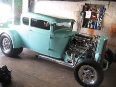'32 Ford Hot Rod........omg, it's the perfect color! <3