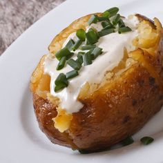This air fryer baked potato recipe for the Instant Pot Vortex Plus is fast and easy compared to recipes that use ovens f Grilled Potato Recipes, Air Fryer Recipes Potatoes, Air Fryer Baked Potato, Air Fryer Oven Recipes, Air Fryer Dinner Recipes, Healthy Chicken Recipes, Making Baked Potatoes, Cheesy Potatoes, Roasted Potatoes