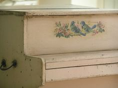 Shabby chic piano decorated with a pair of bluebirds. good idea i have a vintage piano Painted Pianos, Painted Furniture, Furniture Ideas, Vieux Pianos, White Piano, Pink Piano, Upright Piano, Vintage Nursery, Vintage Decor
