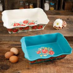 Shop for The Pioneer Woman Bakeware in Kitchen & Dining. Buy products such as The Pioneer Woman Rectangular Ruffle Top Ceramic Bakeware Set, Multiple Patterns at Walmart and save. Pioneer Woman Bakeware, Pioneer Woman Dishes, Pioneer Woman Kitchen, Pioneer Woman Recipes, Pioneer Women, Vintage Roses, Vintage Floral, Ceramic Bakeware, Stoneware