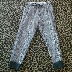 New VS Leopard print Jogger pant Super soft jogger. Relaxed fit. Tapered leg. Elastic drawstring waist. Fold over style waist band. Pockets on front sides. Victoria's Secret Pants Track Pants & Joggers