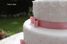 detalle tarta dos pisos Communion Cakes, Sweets, Desserts, Food, Two Story Deck, Pies, Tailgate Desserts, Gummi Candy, Candy