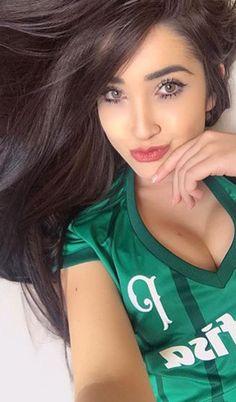 Hot Football Fans, Football Girls, Football Outfits, Football Soccer, Stunning Girls, Beautiful Eyes, Beautiful Women, Ronaldo, Names Girl