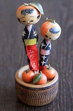 2-Fruit-Kokeshi-Holzpuppen-Handmade-alt-sehr-schoen-rar