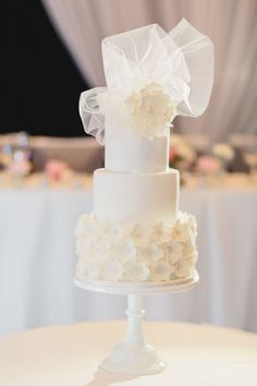 Petite little wedding cake with a tulle topper | Cute!  Photography: Nattnee Photography