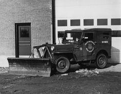 Un Jeep avec chasse-neige, 1953 | VM150-Y-1_4-005 | Archives de la Ville de Montréal | Flickr Jeep, Montreal Ville, Antique Cars, Canada, Trucks, Vehicles, Winter, Truck, Other