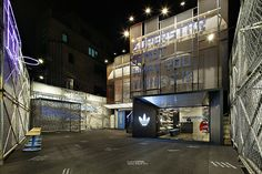 revista-magazine-visualmerchandising-escaparatismo-retail-design-window-adidas-superstar-vishopmag-001