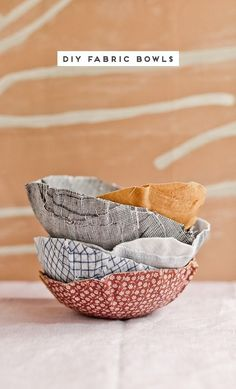 How to Make Fabric Bowls (Similar to Paper Mache but with Fabric Scraps) - Cool fabric paper mâché idea for making soft yet really sturdy bowls for around the house. Paper Mache Bowls, Paper Bowls, Fabric Bowls, Paper Mache Crafts, Yarn Bowls Diy, Paper Mache Projects, Cool Fabric, Fabric Scraps, Craft Ideas