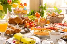 breakfast or brunch table filled with all sorts of delicious delicatessen ready for an easter meal. Cannoli, Spring Recipes, Easter Recipes, Carne Defumada, Baked Asparagus, Caribbean Recipes, Easter Brunch, Easter Weekend, Antipasto