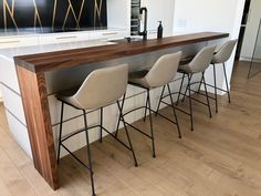 """Comptoir lunch Noyer 15"""" Kitchen Cabinet Remodel, Kitchen Cabinets, Counter Design, Apartment Design, Decoration, Bar Stools, Countertops, Lunch, Table"""