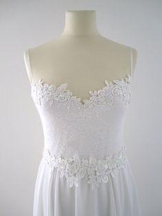 Lace wedding dress low back Aline Romantic vintage door FoldedRoses