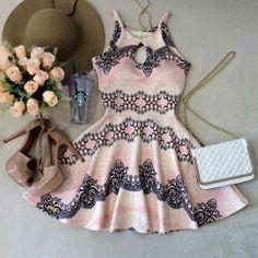 Vestido Boneca Ludmilla  Decote Gota C/ BOJO ( Estampa arabescos/ Fundo Rosa)
