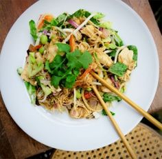 LDN Muscle - Thai Chicken and Peanut Stir Fry: 40g protein, 14g fat, 8g carbohydrates.