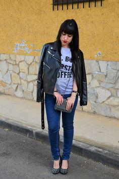Camiseta:http://www.tosave.com/p/Casual-Womens-Letter-Print-Top-Crew-Neck-Short-Sleeve-Tops-T-shirt-Shirt-Blouse-97689.html  Bolso:http://www.tosave.com/p/New-Women-Shoulder-Bag-Tote-Messenger-Leaf-PU-Leather-Crossbody-Satchel-Handbag-101828.html