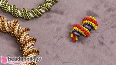 How to Do a Seamless Join in a Cellini Spiral #Seed #Bead #Tutorials Bead Embroidery Patterns, Seed Bead Patterns, Beaded Jewelry Patterns, Beaded Embroidery, Beading Patterns, Bracelet Patterns, Seed Bead Jewelry, Seed Beads, Beads And Wire