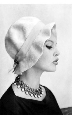 Brigitte Bardot | Portrait - Fashion - Editorial - Black and White - Hat - Photography - Pose Idea - Pose Inspiration