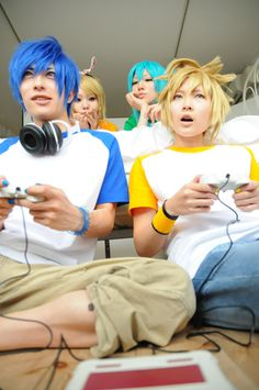Vocaloid Cosplay!! :D :D :D :D :D :D This picture was staged beautifully <3