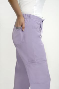 Pantalón lavanda 4301 cargo Marca: GRAY'S by Andrea Lima - Perú Staff Uniforms, Medical Uniforms, Lima Peru, Outfit Trends, Scrubs, Shorts, Look, High Waisted Skirt, Caregiver