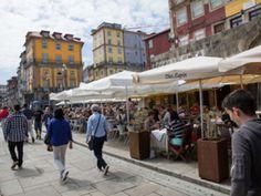 A aplicação de uma taxa turística no Porto teve luz verde, com o voto contra da CDU. O valor a aplicar por dormida diária será de dois euros, o dobro do cobrado em Lisboa, até um máximo de sete noites. Isentos ficarão os visitantes que pernoitem na cidade por razões de saúde e ainda hóspedes com incapacidades iguais ou superiores a 60%... http://expresso.sapo.pt/sociedade/2017-12-12-Taxa-turistica-no-Porto-cobrada-a-partir-de-1-de-marco