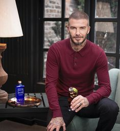David Beckham Bald, David Beckham Tattoos, David Beckham Haircut, David Beckham Style, The Beckham Family, Moda Casual, Europe Fashion, Hair And Beard Styles, Haircuts For Men