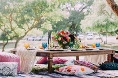 How to Plan a Boho Chic Summer Picnic #floral #lighting #boho #bohochic #picnicideas