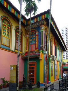 visitheworld:    Tan Teng Niah Villa in Little India, Singapore (by GigiZec).