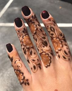 At this event, all Youngster wants to Draw the Beautiful Simple Mehndi Designs On their Hand at the Chand Rat.This Night is the special night Beautiful Simple Mehndi Design, Stylish Mehndi Designs, Best Mehndi Designs, Dulhan Mehndi Designs, Mehendi, Henna Mehndi, Henna Art, Arabic Henna, Beautiful Patterns