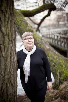 Författarporträtt: Kari Rosvall -- Fotograf: Josefin Casteryd