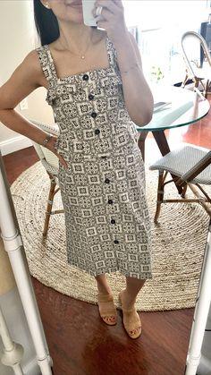 Ann Taylor Tiled Ruffle Sheath Dress, size 0 regular